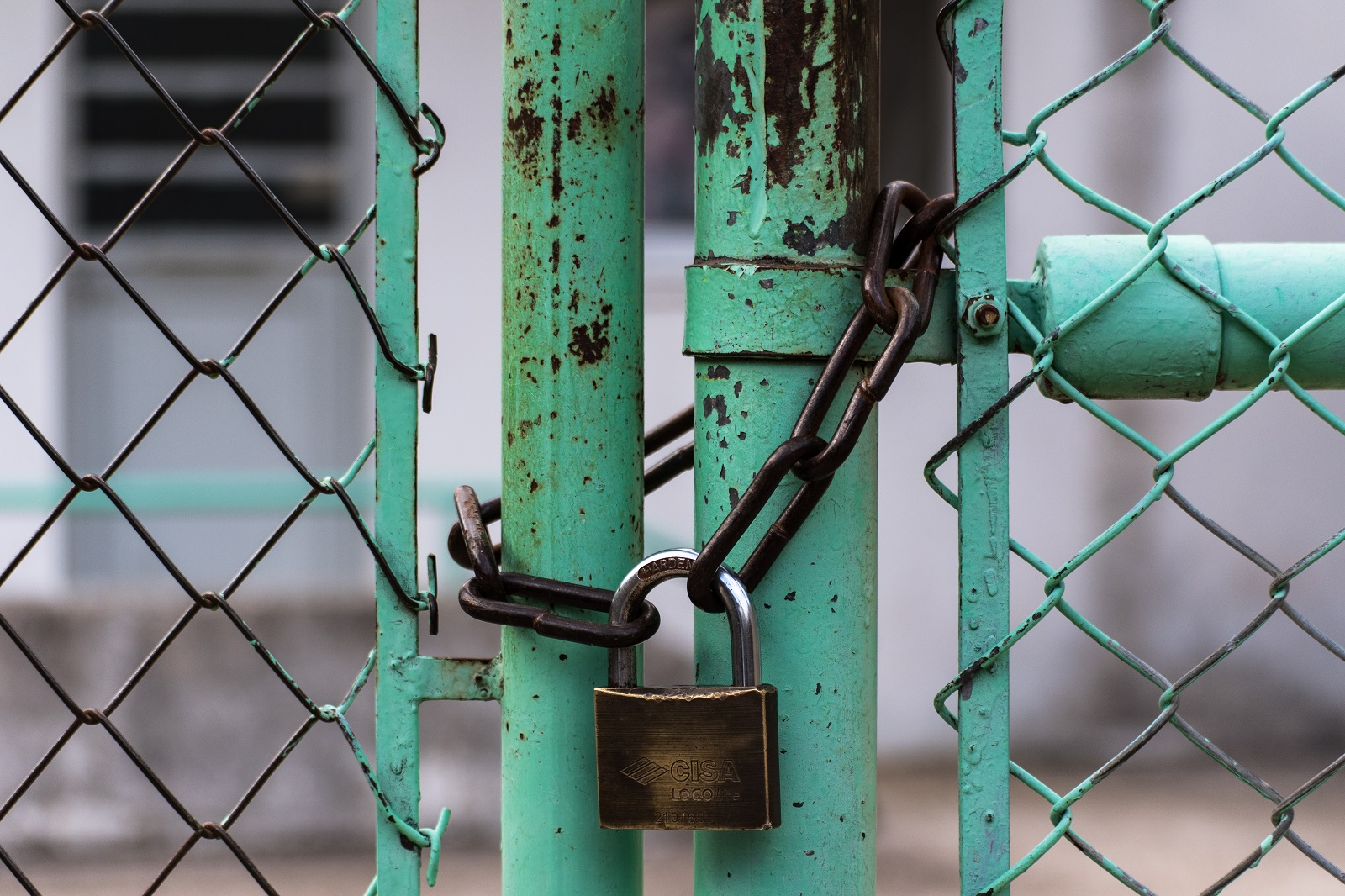 A picture of a closed gate with a padlock